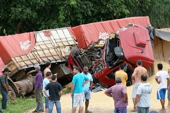 Acidente deixa BR-163 totalmente interditada, entre Coxim e Rio Verde