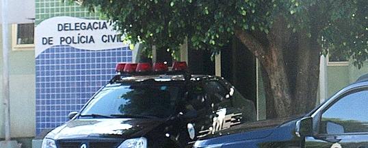 Mulher tem motocicleta roubada ao parar em cruzamento próximo ao Fórum