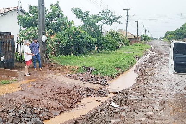 Secretário de Infraestrutura visita bairros de Sidrolândia para ver os estragos da chuva