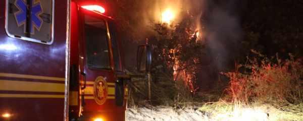 Bombeiros combate incêndio no Vival dos Ipês