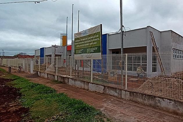 Prefeitura usa recursos próprios para concluir obra de CEINF do Sidrolar que ficou quase um ano parada