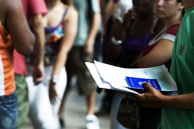Taxa de desemprego cai para 11,8% em agosto e informalidade é recorde