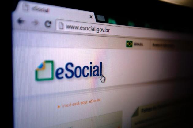 Veja como atualizar o eSocial com novo valor do salário mínimo