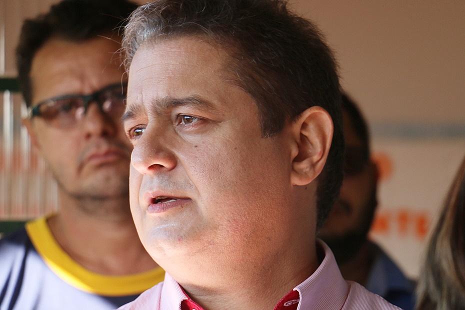 Prefeito aprova aditivo e asfalto no Paineiras será concluído