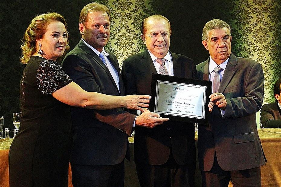 Presidente da Coamo recebe título de cidadão de Maracaju; a 51ª homenagem