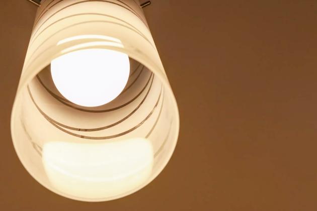 Taxa extra na conta de energia elétrica é suspensa até fim do ano