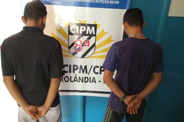 Dupla é presa por tráfico de drogas após polícia apreender cocaína e dinheiro