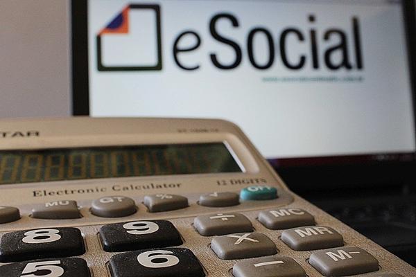 Governo prorroga 1ª fase do eSocial para empresas que faturam até R$ 78 milhões