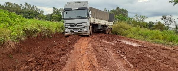 Produtores se mobilizam para reivindicar da Prefeitura manutenção de vicinal no Capão Bonito