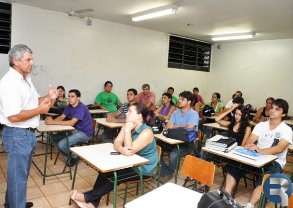 """Prefeito da palestra sobre """"Administração Pública"""" para acadêmicos da Uniderp"""