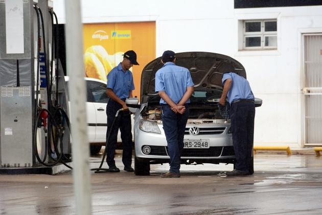 Com imposto zerado, gasolina seria vendida a R$ 2,72
