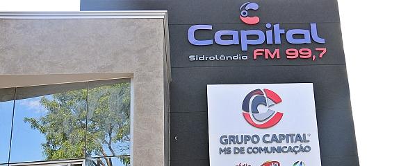 Rádio Capital FM Sidrolândia sorteia uma moto Fan zero km e um par de alianças na manhã deste sábado
