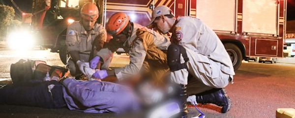 Entregador sem habilitação fica ferido em colisão com carro no centro