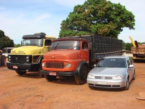 Paranhos recebe caminhões e veículo da Receita Federal
