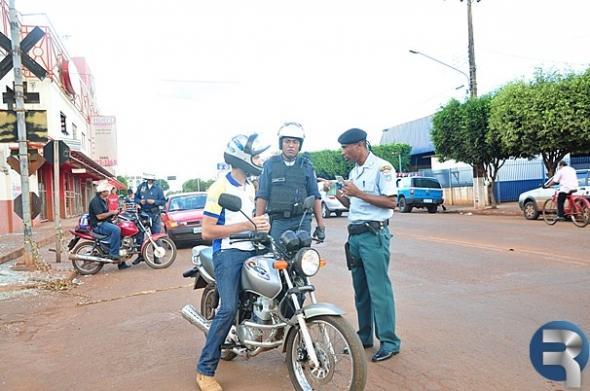 Polícia Militar de Sidrolândia realiza blitz preventiva de trânsito