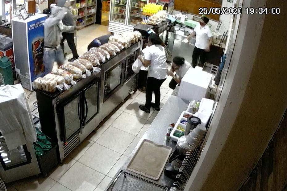 Em nova investida, marginais entram em padaria, agridem cliente e levam dinheiro do caixa