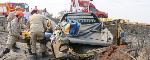 Strada sai da pista após ser atingido na traseira por caminhão na MS-162