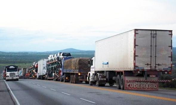 Diário Oficial traz proibição de veículos longos em rodovias durante feriados