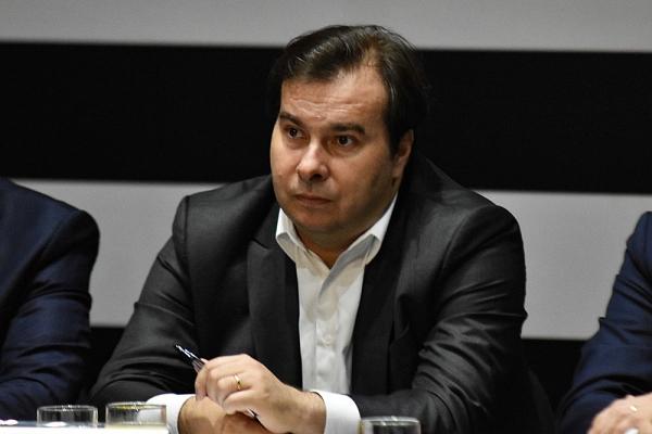 Adiar eleições é uma discussão completamente equivocada, diz Rodrigo Maia