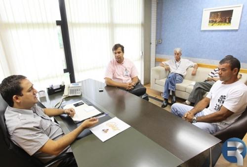 Vereador Peres e professor de jiu-jítsu pedem apoio para projeto social