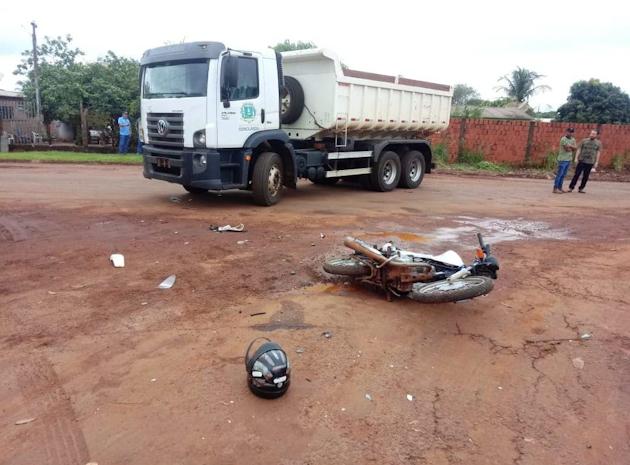 Motociclista ferido em acidente envolvendo caminhão da Prefeitura, aguarda vaga para cirurgia na Capital