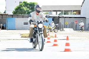 CNH para moto e cinquentinha terá aulas e exames nas ruas