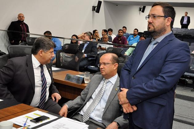 Deputados temem que 13º seja prejudicado com impedimento do CNJ