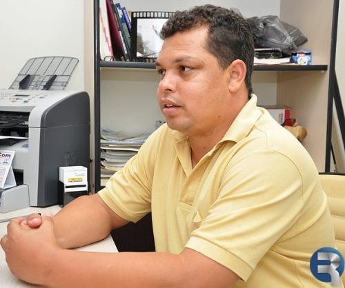 """Pastor Adilson pede na justiça retirada do nome """"AVE MARIA"""" da bandeira do município"""