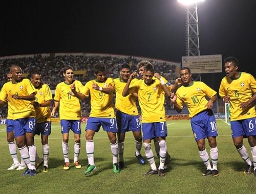 Mesmo com dois a menos, Neymar dá show, e sub-20 vence o Paraguai
