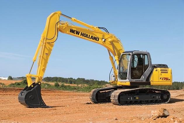 Após comprar dois caminhões, Prefeitura segue renovando frota e agora adquire escavadeira hidráulica