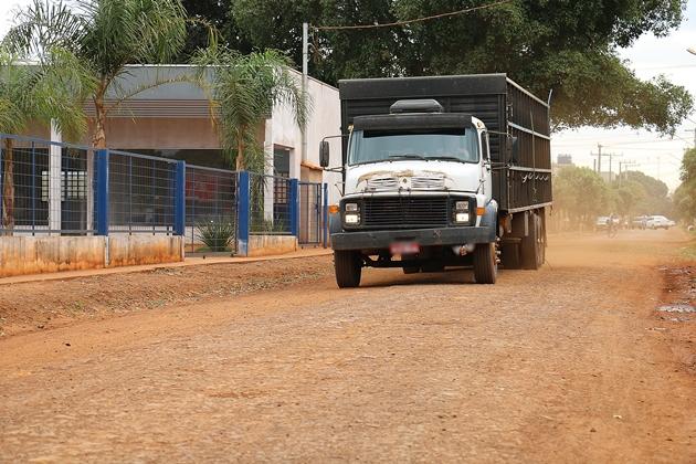 Governo desloca máquinas na sexta-feira para iniciar asfalto no acesso ao frigorífico
