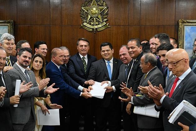 Governo propõe mudar pacto federativo, liberando R$ 400 bi aos estados e municípios em 15 anos