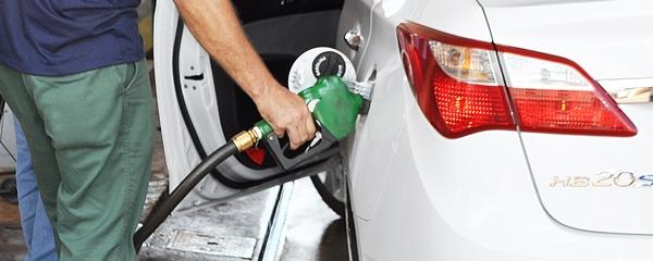 A partir de janeiro, com ICMS da gasolina a 30%, preço do litro vai se aproximar de R$ 5,00