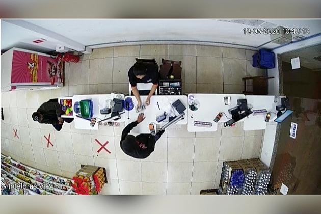 Assaltante entra em farmácia, rende funcionários e leva dinheiro
