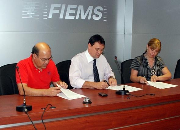 Fiems e Governo de Atacama assinam acordo de cooperação técnica e tecnológica