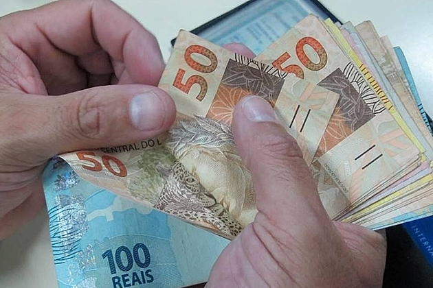 Com inflação mais baixa, salário mínimo pode ter reajuste menor e ficar em cerca de R$ 1.030 em 2020