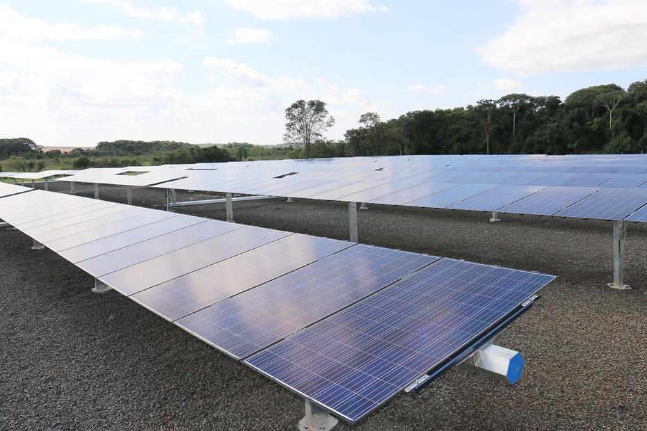 Produtor garante autossuficiência de energia de 8 fazendas e 6 filiais de empresa com inauguração de usina solar
