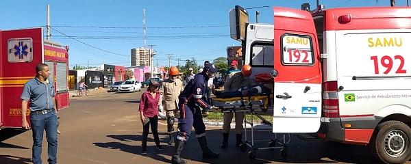 Acidente no cruzamento da Avenida Dorvalino dos Santos com a Rua Pernambuco deixa duas pessoas feridas