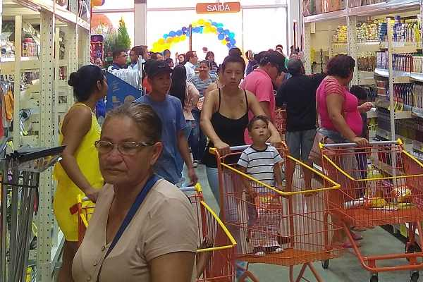 Repartições públicas só voltam a funcionar na quarta-feira; comércio e bancos abrem