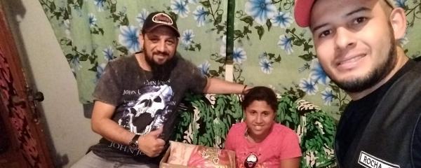 """Moto Grupo Redentores"""" entrega cesta básicas para famílias prejudicadas pelo coronavírus"""