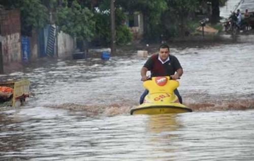 Chuva na capital derruba árvores e inunda vias, casas, hospital e delegacia