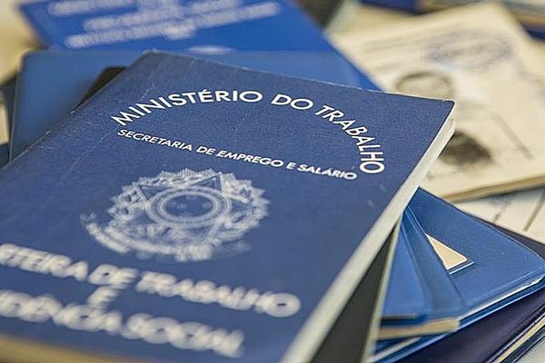 Falta trabalho para 27,6 milhões de brasileiros, aponta IBGE