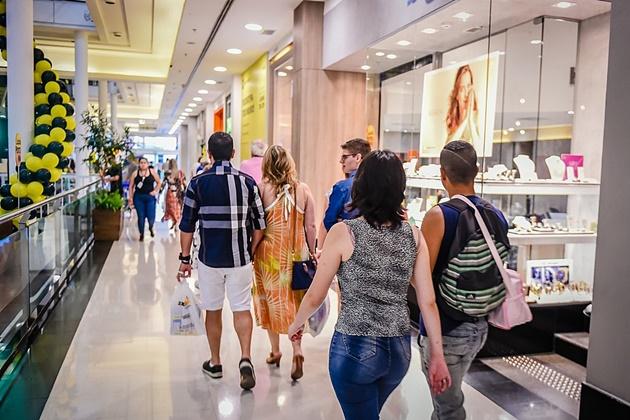 Liberação de trabalho aos domingos e feriados impacta principalmente o comércio; veja o que muda para trabalhadores