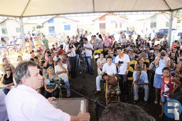 Giroto diz em Sidrolândia que viabilizará recursos para mais 50 casas