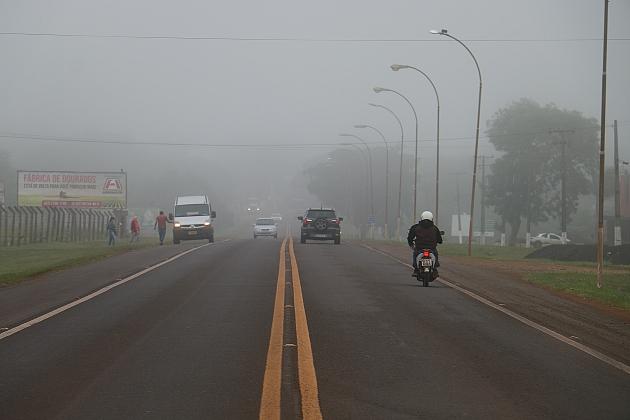 Neblina e chegada de frente fria marcam o início da manhã desta segunda-feira em Sidrolândia
