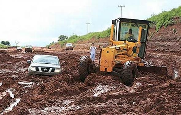 Após chuvas, diversos trechos de estradas em MS estão intransitáveis