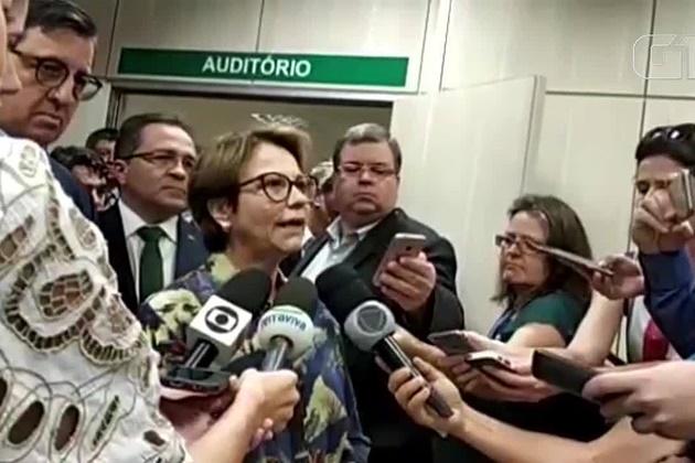 Ministra da Agricultura diz que notícias preocupam e que é preciso baixar a temperatura