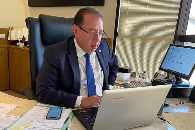 Socorro financeiro vai salvar vidas e trazer alívio a estados e municípios, diz Claro
