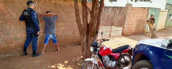 Garoto de 13 anos é apreendido pilotando motocicleta no Bairro São Bento