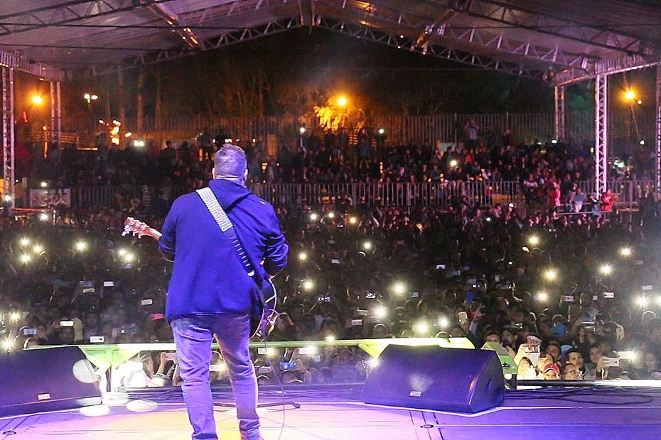 Show com Fernandinho atrai multidão em noite gospel na Expo Sidrolândia